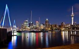 Auckland, horizonte con el puente Foto de archivo libre de regalías