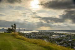 Auckland i Północny brzeg widok od północy Przewodzimy Obraz Stock