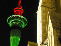 Auckland-Kontrollturm in der Nacht Stockbilder