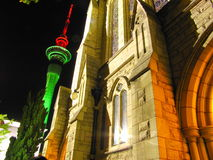 Auckland-Kontrollturm in der Nacht Lizenzfreie Stockfotografie