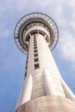Auckland, la nouvelle Zélande 12 décembre 2013 La tour de ciel d'Auckland est Images libres de droits