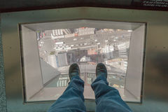 Auckland, la nuova Zelanda 12 dicembre 2013 Un punto dell'uomo su glass' Fotografie Stock
