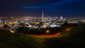 Auckland miasta linia horyzontu przy nocą Zdjęcie Royalty Free