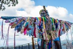 AUCKLAND, NEUSEELAND - 7. APRIL 2018: Zuschauer und Konkurrenten am Murrays-Bucht-Kai Birdman-Festival stockfoto