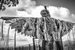 AUCKLAND, NEUSEELAND - 7. APRIL 2018: Zuschauer und Konkurrenten am Murrays-Bucht-Kai Birdman-Festival lizenzfreie stockfotos