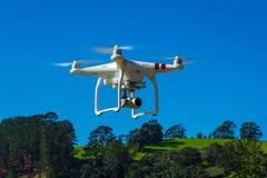 AUCKLAND, NOUVELLE-ZÉLANDE - 6 mai 2017 : Photo éditoriale d'un bourdon de norme du fantôme 3 de DJI équipé de la caméra vidéo de Photographie stock
