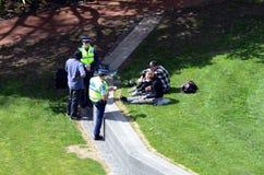 Auckland - Nova Zelândia, agentes da polícia Fotografia de Stock