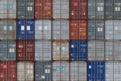 AUCKLAND, NUEVA ZELANDA - 2 de abril de 2012: Pila de envases en s Fotografía de archivo libre de regalías