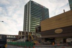 AUCKLAND, NUEVA ZELANDA - 16 de agosto de 2016 la demolición del centro comercial céntrico de los años 70 ha comenzado en Aucklan Imágenes de archivo libres de regalías