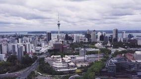 Auckland Nueva Zelanda, 4k aéreo de levantamiento que establece el tiro almacen de video
