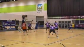 Auckland Nueva Zelanda 21 04 2017 tiró de jugadores de voleibol sobre 70 años que recolectaban en el juego 2017 del amo del mundo metrajes