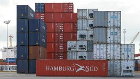 AUCKLAND, NUOVA ZELANDA - 16 aprile 2012: Pila di contai di trasporto Fotografia Stock Libera da Diritti