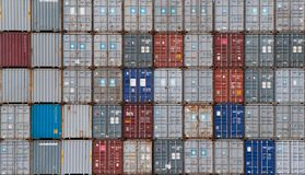 AUCKLAND, NUOVA ZELANDA - 2 aprile 2012: Pila di contenitori a porto di Auckland Immagini Stock