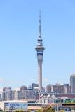Auckland nya Själland December 12, 2013 Fam för Auckland himmeltorn Royaltyfri Bild
