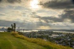 Auckland och norr kustsikt från det norr huvudet Fotografering för Bildbyråer