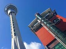 Auckland SkyCity kasinokomplex på grunden av Auckland Towe Arkivbild