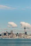 Auckland som är i stadens centrum på solig dag Royaltyfri Foto