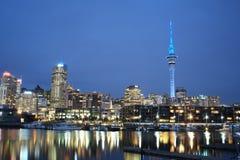 Auckland-Stadt nachts Lizenzfreies Stockbild