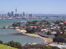 Auckland u. Hafen stockfotografie