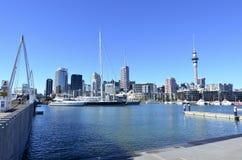 Auckland-Viadukt-Hafen-Becken - Neuseeland Stockbilder