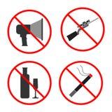 Aucun bruit, arme à feu, alcool, signe de fumée et symbole Placez l'IC interdit Image stock