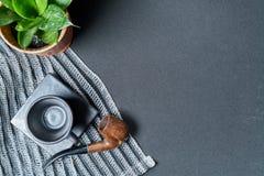 Aucun café aujourd'hui sur la table noire et la tasse noire Photographie stock