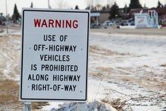 Aucun connexion de véhicules de route une ville de province Photographie stock