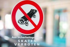 Aucun extérieur allemand faisant de la planche à roulettes de connexion Photos stock