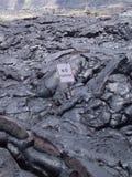 Aucun flux de lave volcanique de signe de stationnement photographie stock libre de droits