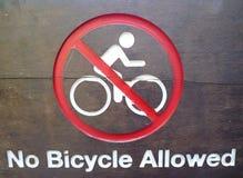 Aucun panneau indicateur permis par bicyclette Images stock