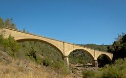 Aucun pont en mains - vieux pont de chemin de fer Photo stock