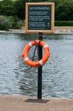 Aucun signe de natation avec l'anneau de délivrance Images stock