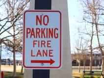 Aucun signe de voie d'incendie de stationnement Photo stock