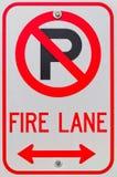 Aucun signe de voie d'incendie de symbole de stationnement Images stock