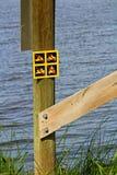 Aucun signe tous terrains de véhicule signalé près de l'eau Photos libres de droits