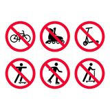Aucune bicyclettes, faisant du vélo, aucun patinage de rouleau, aucun signes d'interdiction de scooters réglés illustration stock