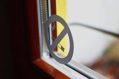 Aucune icône de fumée dans la fenêtre Photographie stock libre de droits