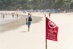 Aucune natation ici du secteur dangereux de signe de la plage Photographie stock