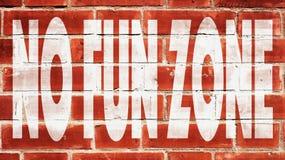 Aucune zone d'amusement sur un mur de briques Photographie stock libre de droits