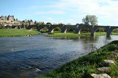 Aude-Fluss in Frankreich stockfotos