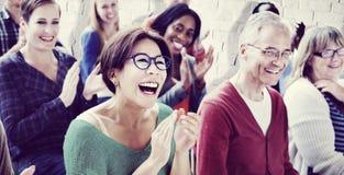 A audiência aplaude o conceito de aplauso do treinamento da apreciação de Happines imagem de stock