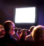 Audiência da multidão que olha a tela Foto de Stock Royalty Free