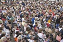 Audiência do concerto que presta atenção a Bruce Hornsby fotos de stock royalty free