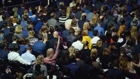 Audiência na sala de conferências video estoque