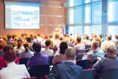 Audiência na sala de conferências