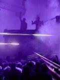 Audiência que escuta um DJ Fotos de Stock Royalty Free
