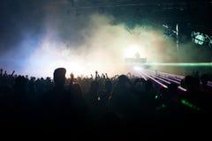 Audiência que escuta um DJ Foto de Stock Royalty Free