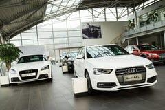 Audi-Autos für Verkauf lizenzfreie stockfotos