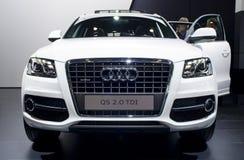 Audi blanco Q5 en la demostración de coche Imagen de archivo libre de regalías