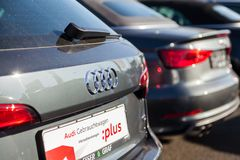 Audi emblem på en audibil arkivbild